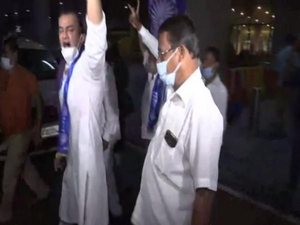 Republican Party of India workers protested outside the Mumbai airport on Tuesday. [Photo/ANI]