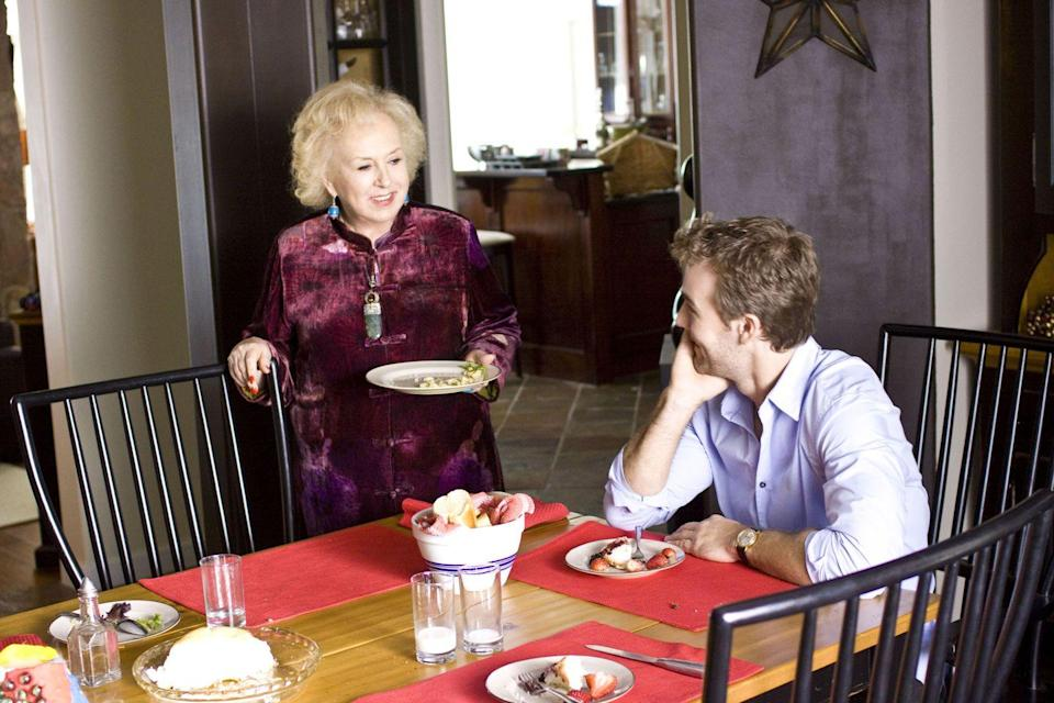 <p>Miracle worker Debbie (Doris Roberts) convinces a widower (James Van Der Beek) and his children's teacher (Erin Karpluk) that it's okay for them to fall in love. At the same time, preparations are happening for a Christmas pageant, so there's plenty of holiday spirit to go around.</p>