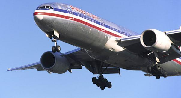 Boeing 777 of American Airlines on approach to Heathrow Airport