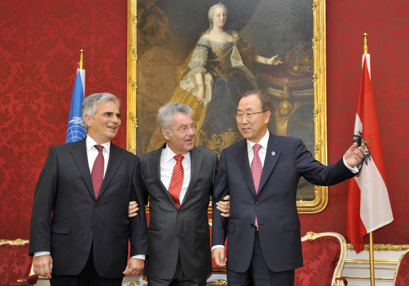 Austrian Chancellor Werner Faymann and President Heinz Fischer welcome U.N. Secretary General Ban Ki-moon, from left, at the Hofburg palace in Vienna, Austria on Thursday, August 29, 2013. Ban says the UN inspectors investigating the the alleged chemical attack in Syria will be leaving the country on Saturday. He asked for time for the inspection team to complete its investigation. He says all opinions should be heard before anyone makes decisions on how to react to the alleged attacks. Painting in the background shows late Austrian Empress Maria Theresia. (AP Photo/Hans Punz)