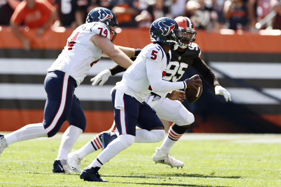 Houston Texans quarterback Tyrod Taylor (5) rushes for a 15-yard touchdown during the first half of an NFL football game against the Cleveland Browns, Sunday, Sept. 19, 2021, in Cleveland. (AP Photo/Ron Schwane)
