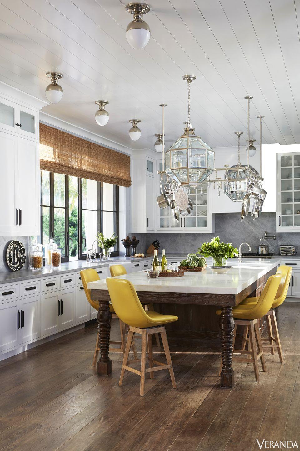 <p>Achieving the perfect glow will never be a problem in this California home which is well-equipped with a mix of overhead lights and striking glass pendants. Especially as the kitchen's island also functions as a casual place to dine and entertain, this beautiful blend of lighting ensures the ambiance is always spot-on. </p>