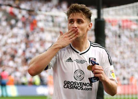 Soccer Football - Championship Play-Off Final - Fulham vs Aston Villa - Wembley Stadium, London, Britain - May 26, 2018 Fulham's Tom Cairney celebrates promotion to the Premier League Action Images via Reuters/Carl Recine