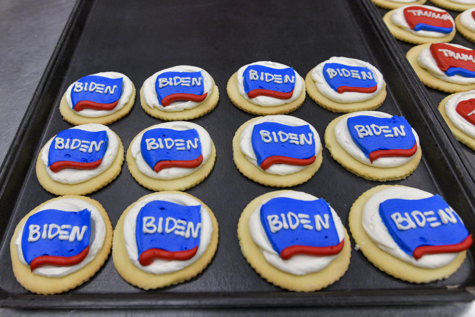 Red Wing MN - Sept 18: Hanisch Bakery launched its 2020 presidential cookie poll. Since 1984 the bakery claims the winner of their cookie poll has matched the winner of the popular vote. (Tally count on this day is Trump 5904 sold Biden 1574 sold) . Red Wing, Minnesota on September 18, 2020. Credit: Damairs Carter/MediaPunch /IPX