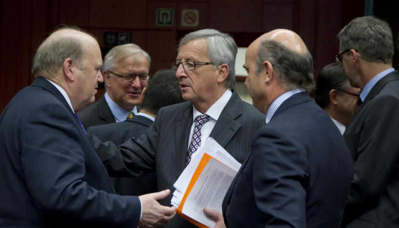 From left, Irish Finance Minister Michael Noonan, Luxembourg's Prime Minister Jean-Claude Juncker and Spain's Economy Minister Luis de Guindos, share a word during a meeting of eurogroup finance ministers in Brussels on Tuesday, Nov. 20, 2012. European Union officials will make a fresh try Tuesday to reaching a political accord on desperately needed bailout loans to Greece, an agreement that eluded them last week. (AP Photo/Virginia Mayo)