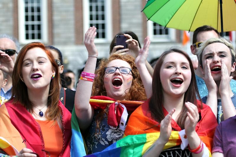 Supporters for same-sex marriage raise a cheer at Dublin Castle on May 23, 2015 in Dublin (AFP Photo/Paul Faith)