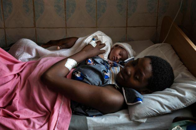 """Loveline poses with her baby girl who was born this morning at MSF-supported Mary Soledad hospital in Bamenda, North-West-Cameroon. Loveline arrived here thanks to the MSF ambulance, one of the very few vehicles allowed to move during lockdown daysin Bamenda. """"Without the ambulance, we could both have died at home"""". (Photo: Albert MasiasAlbert Masias/MSF)"""