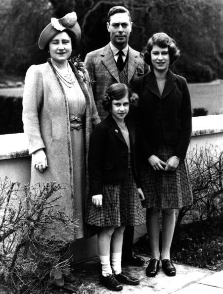 <p>The family poses together. Later this year, Buckingham Palace would be bombed during the Blitz, then again in November.</p>