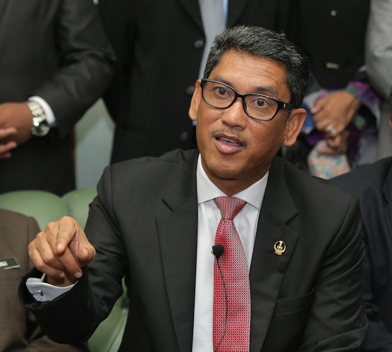 Perak Mentri Besar Ahmad Faizal Azumu said the state government has saved RM150,000 per month, which is equivalent to RM1.8 million per year, after sacking seven irrelevant executive officers from a government linked company. — Picture by Marcus Pheong