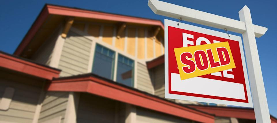 Mortgage rates reach a new record low and draw out the buyers