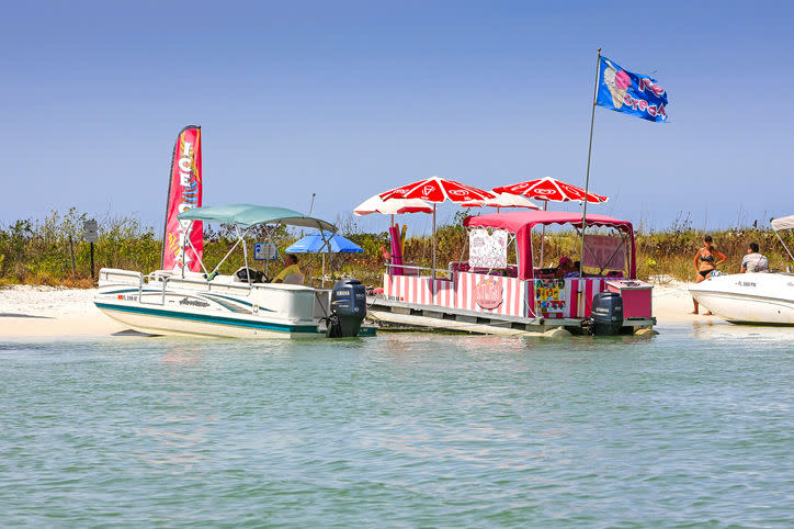 Keewaydin Island and the In the Pink food boat | csfotoimages/Getty Images