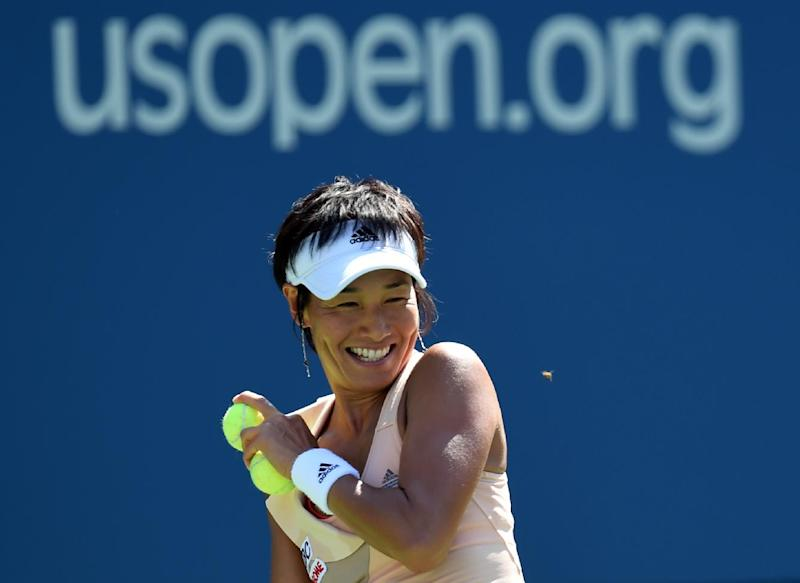 Kimiko Date-Krumm of Japan has to stop play due to a bee during her match against Venus Williams of the US during their US Open 2014 women's singles match at the USTA Billie Jean King National Center August 25, 2014 in New York (AFP Photo/Don Emmert )
