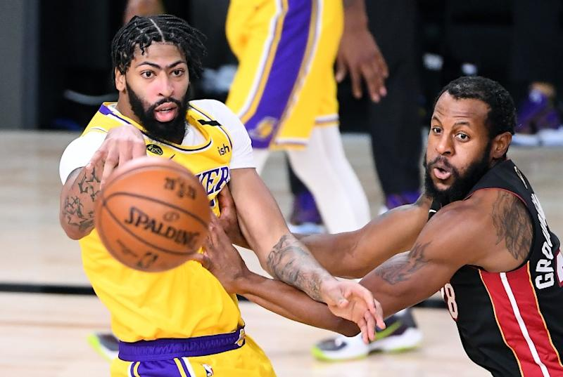 ORLANDO, FLORIDA OCTOBER 6, 2020-Lakers Anthony Davis gets a pass off in front of eat's Abndre Iguodala in the 2nd quarter in Game 4 of the NBA FInals in Orlando Sunday. (Wally Skalij/Los Angeles Times)