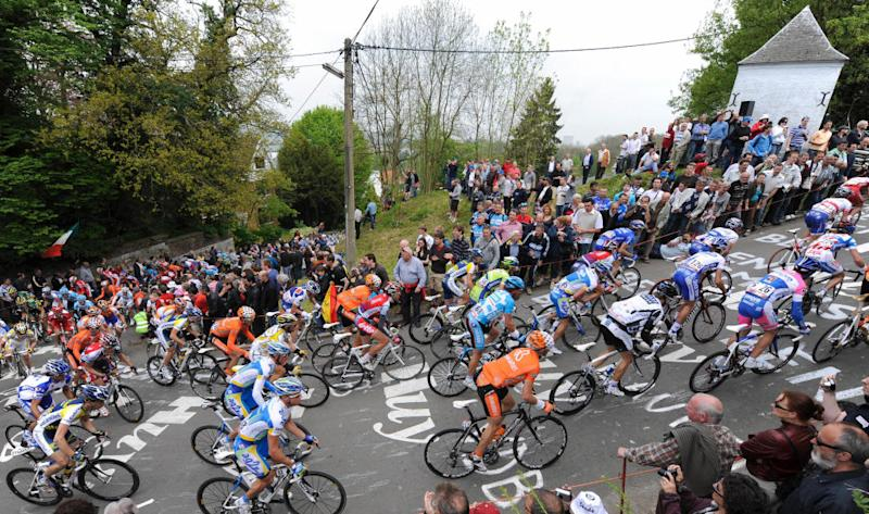 The pack competes during the uphill ride of Huy on April 22 2009 during the Fleche Wallonne mens cycling race between Charleroi and Huy AFP PHOTOJOHN THYS Photo credit should read JOHN THYSAFP via Getty Images