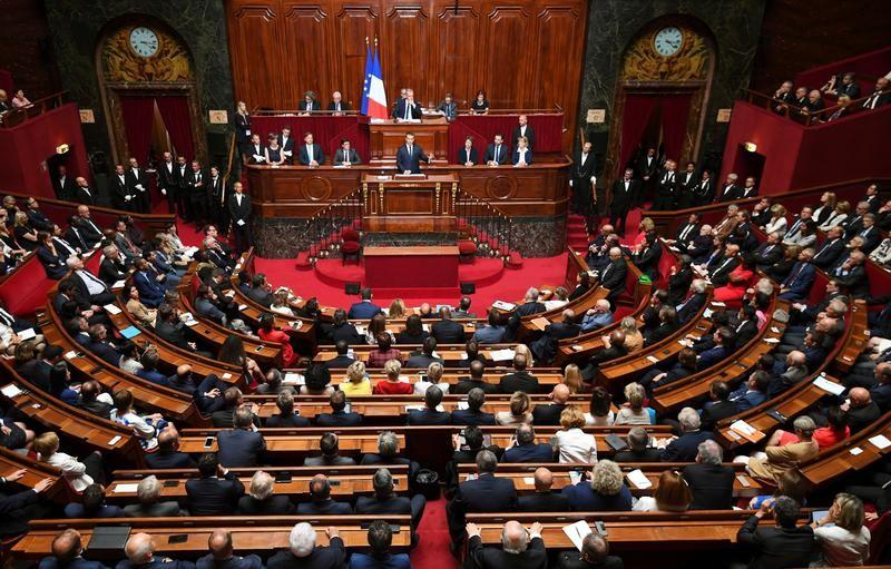 LE PARLEMENT VOTE LA SURTAXE D'IS DES GRANDS GROUPES