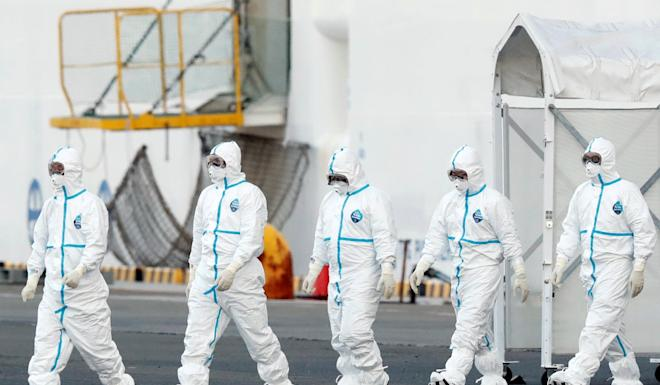 Medical workers prepare to transfer Diamond Princess passengers who have tested positive for the coronavirus. Photo: Reuters