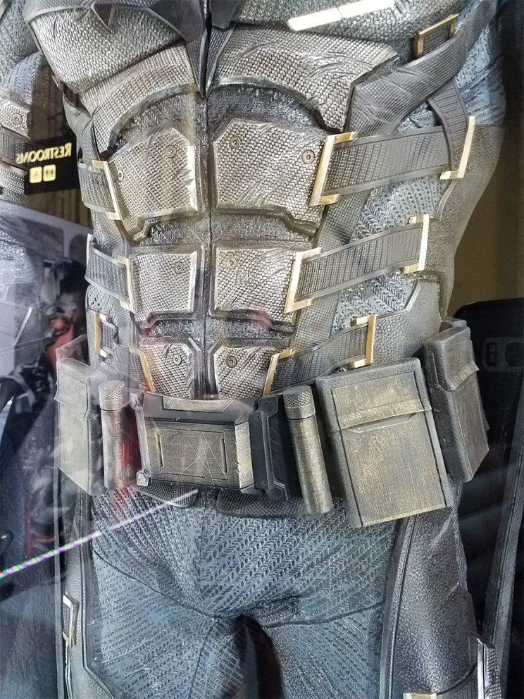 Batman's new belt - Credit: Collider