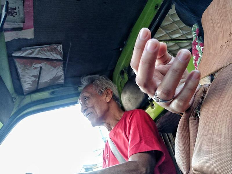Christmas Jeepney.Jeepney Driver Offers Free Rides On Christmas Day