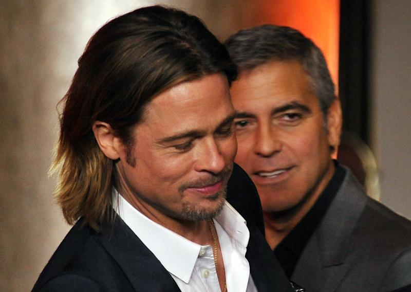Brad Pitt e George Clooney atuaram juntos na franquia Onze Homens e Um Segredo (Photo credit should read JOE KLAMAR/AFP/Getty Images)