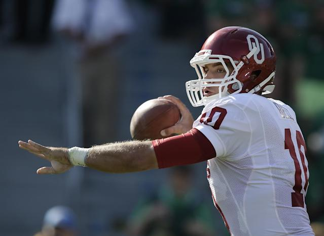 Oklahoma's Blake Bell (10) throws during the first half of an NCAA college football game against Notre Dame, Saturday, Sept. 28, 2013, in South Bend, Ind. (AP Photo/Darron Cummings)