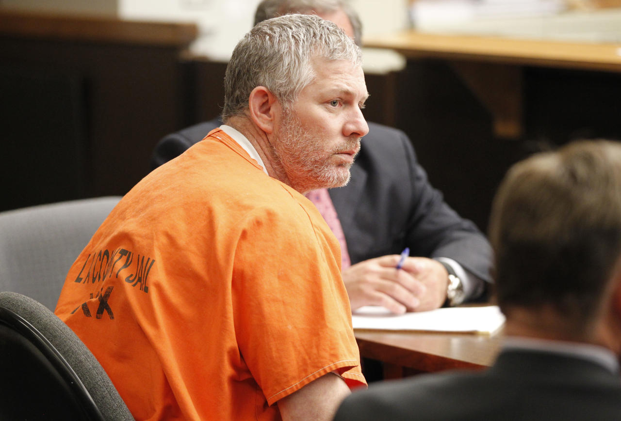 Former Major League baseball player Lenny Dykstra appears in Los Angeles Superior Court for an arraignment in San Fernando, California August 8, 2011. Dykstra is charged with 25 counts, including grand theft auto and possession of a controlled substance. REUTERS/Danny Moloshok