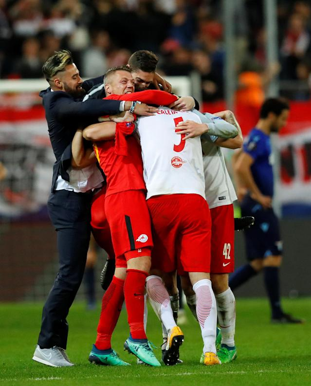 Soccer Football - Europa League Quarter Final Second Leg - RB Salzburg v Lazio - Red Bull Arena, Salzburg, Austria - April 12, 2018 RB Salzburg's Alexander Walke and Duje Caleta-Car celebrate with team mates after the match REUTERS/Leonhard Foeger
