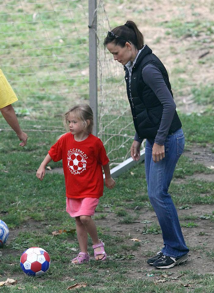 "Violet kicked the ball around with her athletic mom, who looks fab and fit at 38. <a href=""http://www.splashnewsonline.com"" target=""new"">Splash News</a> - July 31, 2010"