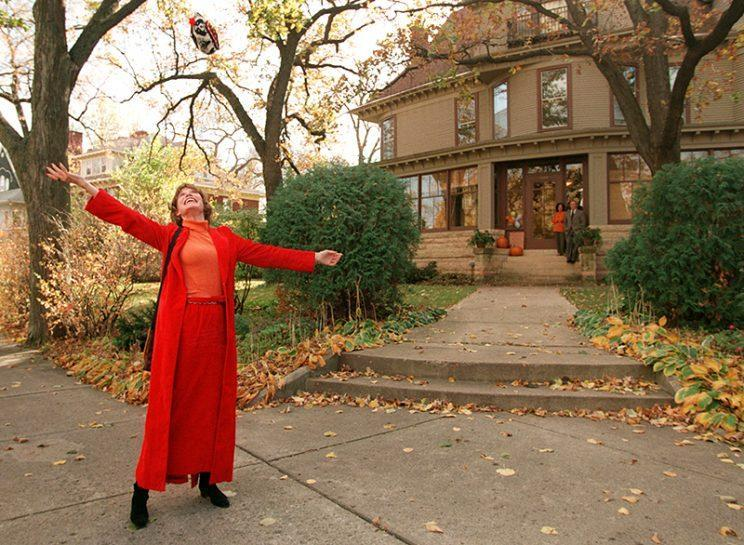 Mary Tyler Moore visited her TV home in 1996. (Photo: Cheryl A. Meyer/Star Tribune via AP)