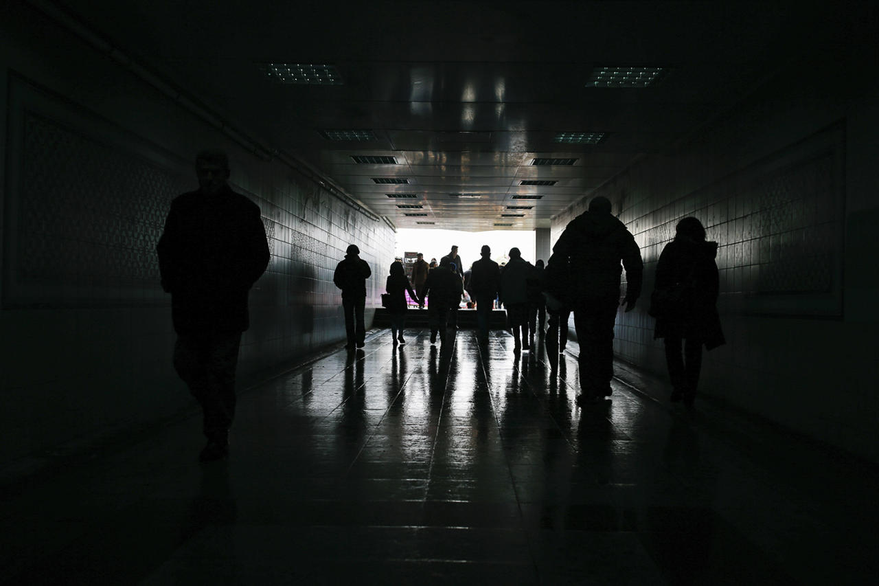 <p>People walk through an underpass in Istanbul's Eminonu district, Jan. 5, 2017. (Photo: Emrah Gurel/AP) </p>