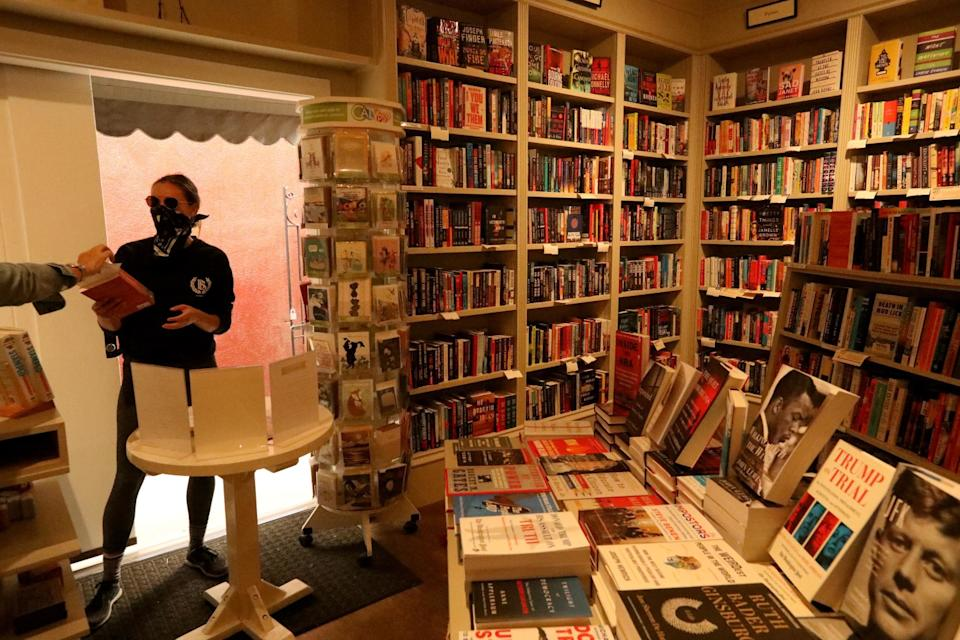 """Bookseller Mia Wigmore, left, helps customer Olivia Janisch at the Diesel, A Bookstore in Brentwood. <span class=""""copyright"""">(Genaro Molina / Los Angeles Times)</span>"""