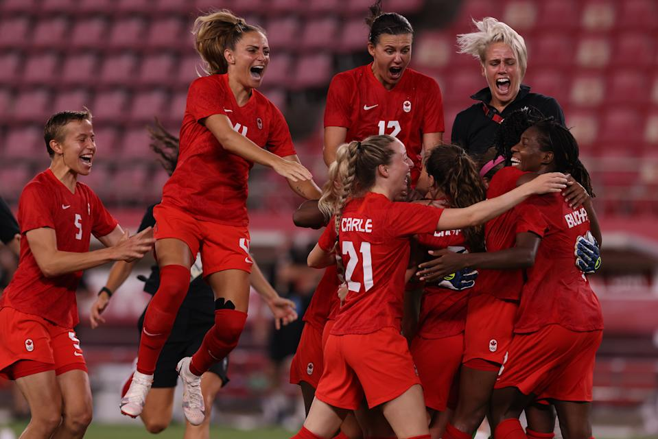 Tokyo, Japan, Monday, August 2, 2021 - Team Canada celebrates at 1-0 win over USA in the Womens Football Semifinal at Ibaraki Kashima Stadium. (Robert Gauthier/Los Angeles Times via Getty Images)