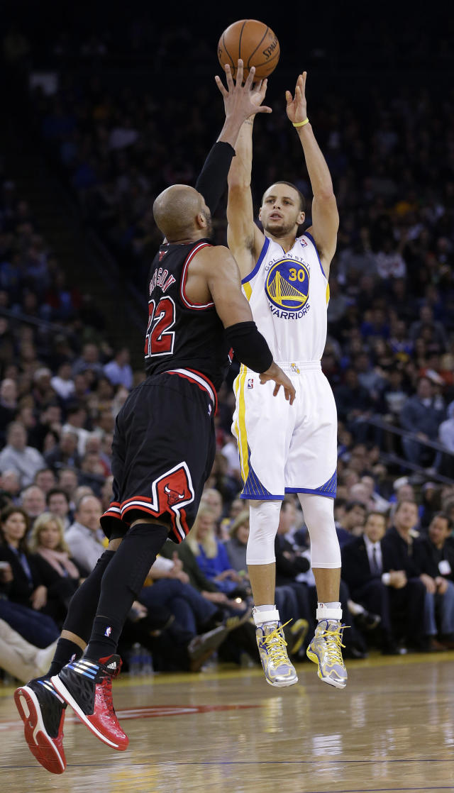 Golden State Warriors' Stephen Curry (30) makes a three-point basket over Chicago Bulls' Taj Gibson during the second half of an NBA basketball game on Thursday, Feb. 6, 2014, in Oakland, Calif. Golden State won 102-87. (AP Photo/Marcio Jose Sanchez)