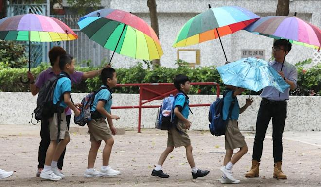 Cross-border pupils heading to class at Tsuen Wan Trade Association Primary School before the pandemic broke out. Photo: Dickson Lee