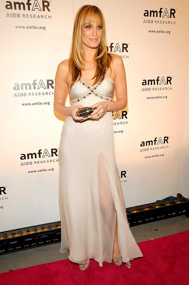 "Actress/model Molly Sims arrives at amfAR's 2008 New York Gala in New York City. amfAR, The Foundation for AIDS Research, is one of the world's leading nonprofit organizations dedicated to the support of AIDS research, education, and treatment. Gary Gershoff/<a href=""http://www.wireimage.com"" target=""new"">WireImage.com</a> - January 31, 2008"