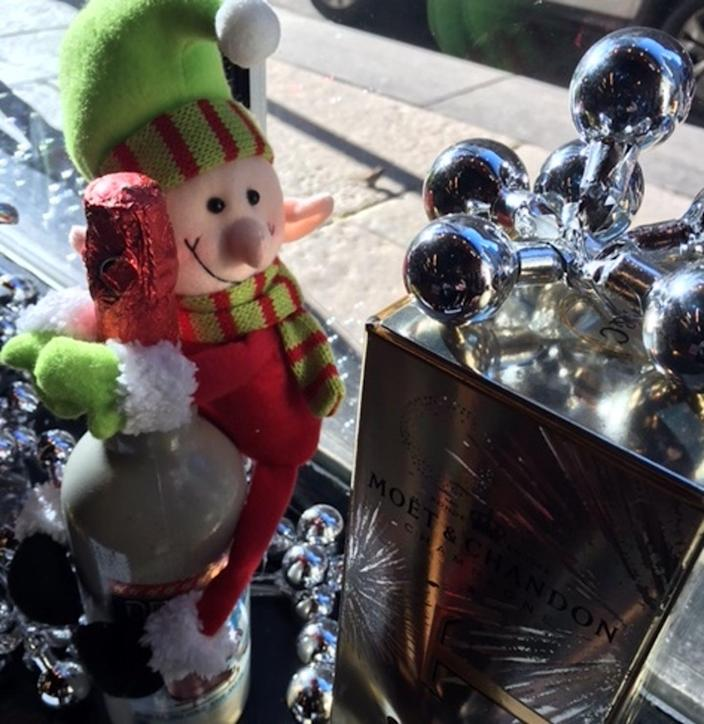 """<span class=""""caption"""">Holiday drinking brings good cheer, but it can also be a sign of problem drinking.</span>"""