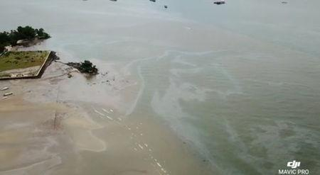 The extent of an oil spill seen at Balikpapan Bay, East Kalimantan, Indonesia in this still image taken from an April 4, 2018 drone video obtained from social media. Imeida Tandrin/via REUTERS