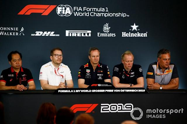 "Toyoharu Tanabe, Director Técnico de F1, Honda, Andreas Seidl, Director de Equipo, McLaren, Paul Monaghan, Ingeniero Jefe, Red Bull Racing, Andrew Green, Director Técnico, Racing Point, y Mario Isola, Director de Carreras, Pirelli Motorsport, en la Conferencia de Prensa de los directores de equipo <span class=""copyright"">Andrew Hone / Motorsport Images</span>"