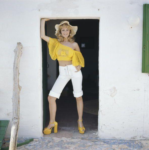 <p>This Farrah Fawcett-inspired sunny beach ensemble rounds out the '70s quite well...because you can never go wrong with bright yellow platforms.</p>