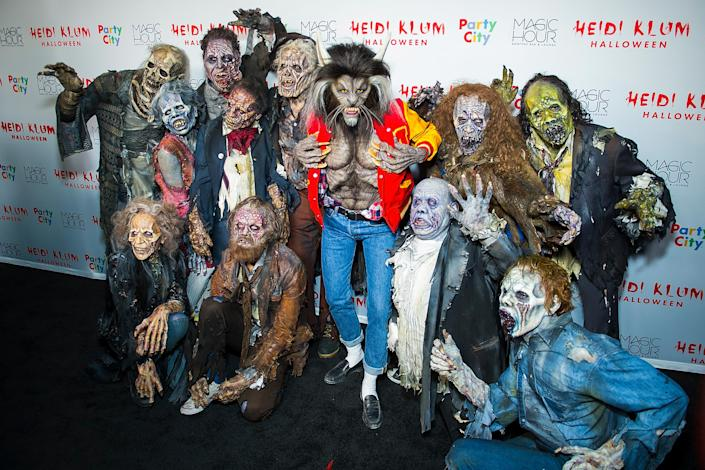 Heidi Klum (C) attends her 18th Annual Halloween Party at on October 31, 2017 in New York City. (Photo by Michael Stewart/Getty Images)