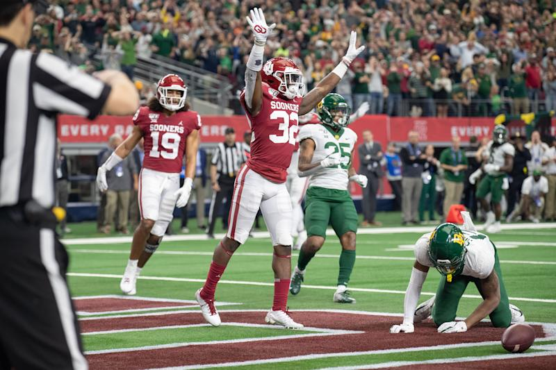 ARLINGTON, TX - DECEMBER 07: Oklahoma Sooners cornerback Delarrin Turner-Yell (#32) celebrates after an incomplete pass in the end zone during the Big 12 championship college football game between the Oklahoma Sooners and Baylor Bears on December 7, 2019, at AT&T Stadium in Arlington, TX. (Photo by Matthew Visinsky/Icon Sportswire via Getty Images).