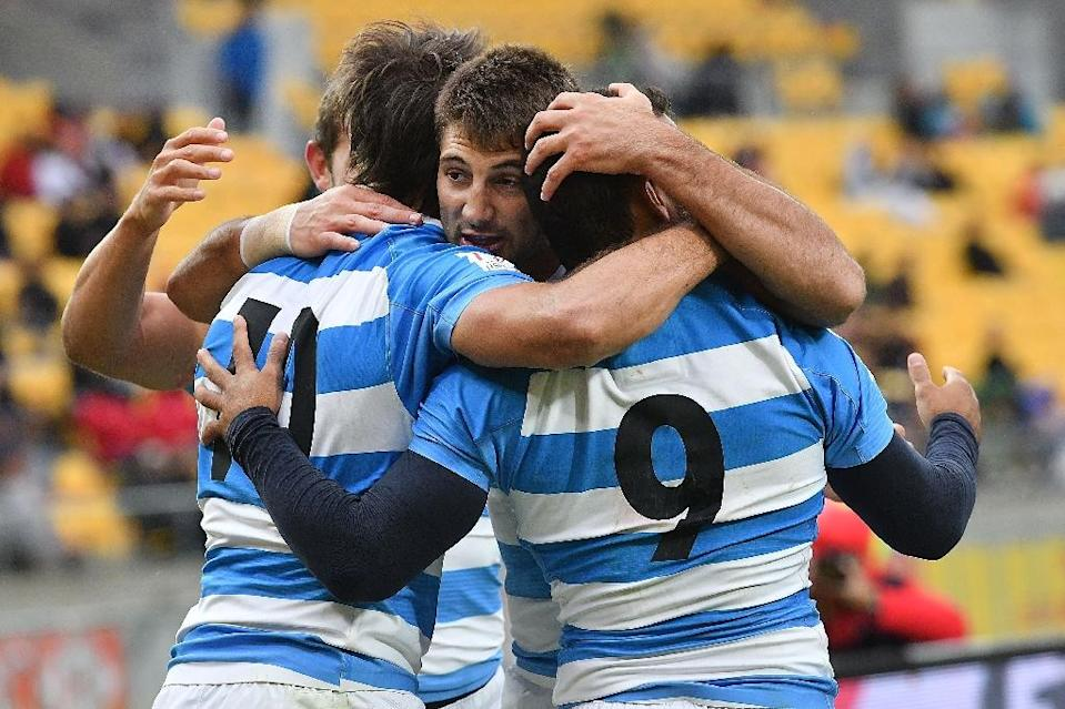 Argentina's Matias Ferro (C) celebrates their win during the 5th place final match between New Zealand and Argentina on day two of the IRB Rugby Sevens at Westpac Stadium in Wellington on January 29, 2017 (AFP Photo/Marty MELVILLE)