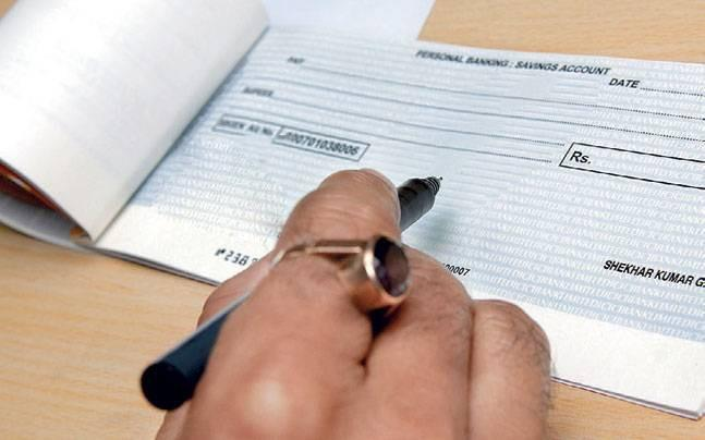 <p>Aimed at encouraging digital transactions and to create a cashless India, the Centre is likely to ban all cheque books.</p>