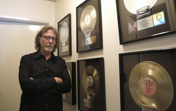 Owen Husney, first manager of the late singer Prince, poses at his home in Sherman Oaks, U.S., April 21, 2016. (Photo: REUTERS/Mario Anzuoni)