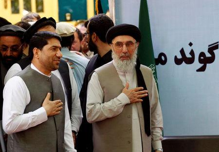 Afghan warlord Gulbuddin Hekmatyar (R) arrives to speak to supporters in Laghman province, Afghanistan April 29, 2017.REUTERS/Parwiz