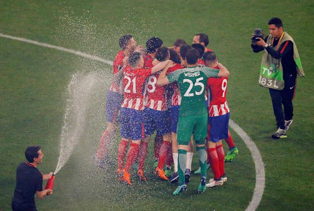 Soccer Football - Europa League Final - Olympique de Marseille vs Atletico Madrid - Groupama Stadium, Lyon, France - May 16, 2018 Atletico Madrid players celebrate victory after the match REUTERS/Vincent Kessler