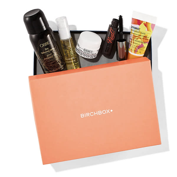 A monthly beauty sampler featuring brands like Oribe, Amika, and Benefit? She will go ballistic with joy. (Photo: Birchbox)