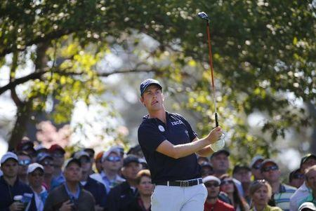 U.S. golfer Webb Simpson reacts after hitting his tee shot on the fourth hole during the first round of the Masters golf tournament at the Augusta National Golf Club in Augusta, Georgia April 10, 2014. REUTERS/Mike Blake