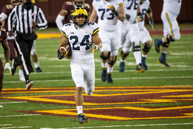 Michigan Wolverines running back Zach Charbonnet scores a 70-yard touchdown in the first quarter against Minnesota at TCF Bank Stadium, Oct. 24, 2020.