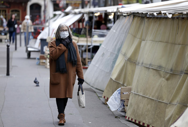 PARIS, FRANCE - MARCH 21: A woman wearing a protective mask shopping in a food market on the fifth day after the announcement by French President Emmanuel Macron of the confinement of the French due to an outbreak of a coronavirus pandemic (COVID-19) on March 21, 2020 in Paris, France. Coronavirus (Covid-19) has spread to at least 182 countries, claiming over 11,500 lives and infecting more than 278,000 people. In order to combat the outbreak, and during a televised speech dedicated to the coronavirus crisis on March 16, French President, Emmanuel Macron announced that France starts a nationwide lockdown on March 17 at noon. (Photo by Chesnot/Getty Images)