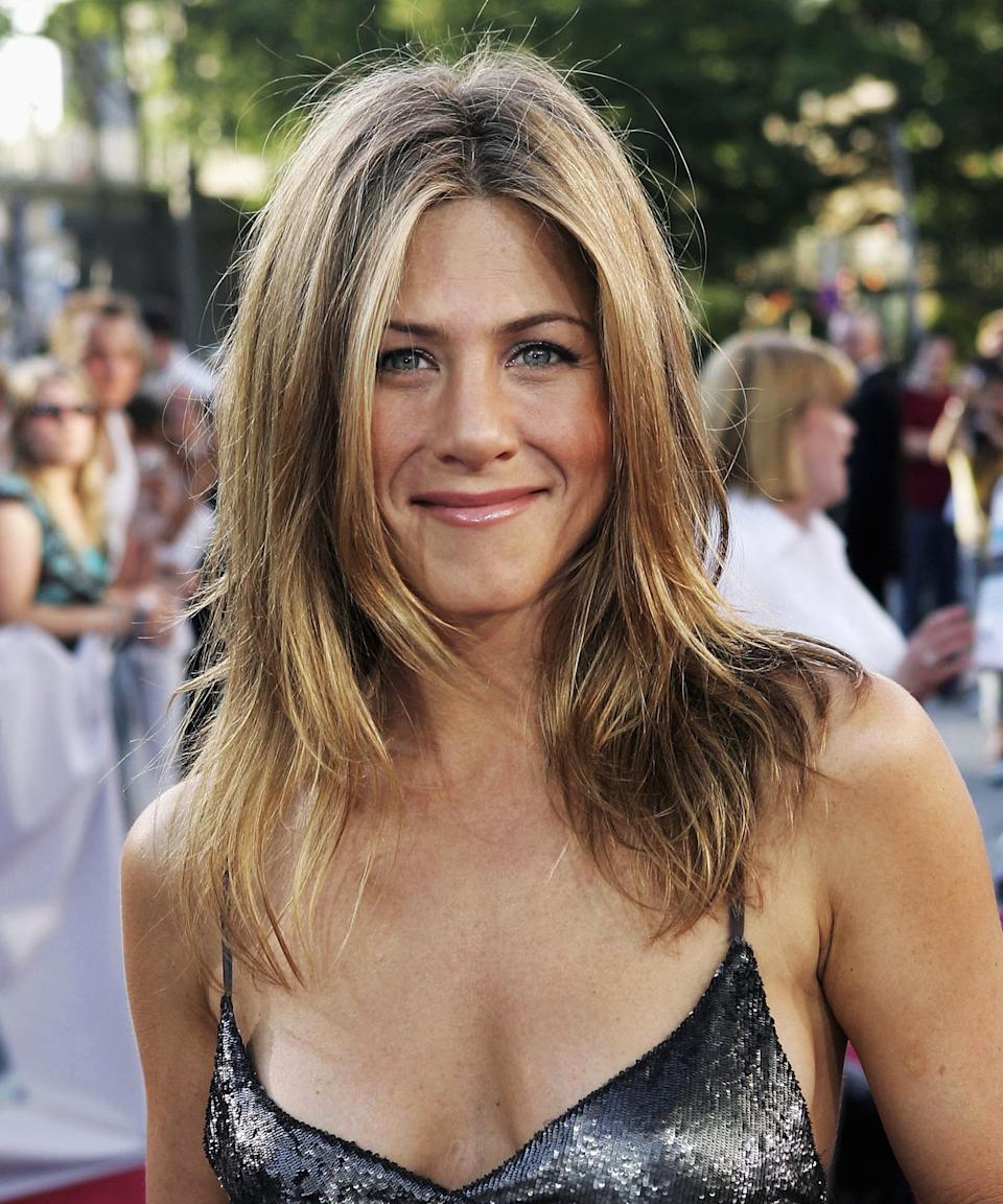 """<h3>2006: Face-Framing Layers</h3><br>Serendipitously, Aniston's divorce from Pitt coincided with the premiere of <em>The Breakup</em> — which she starred in alongside then-boyfriend Vince Vaughn — and debuted what's arguably her most coveted haircut to date.<span class=""""copyright"""">Photo: Sean Gallup/Getty Images.</span>"""